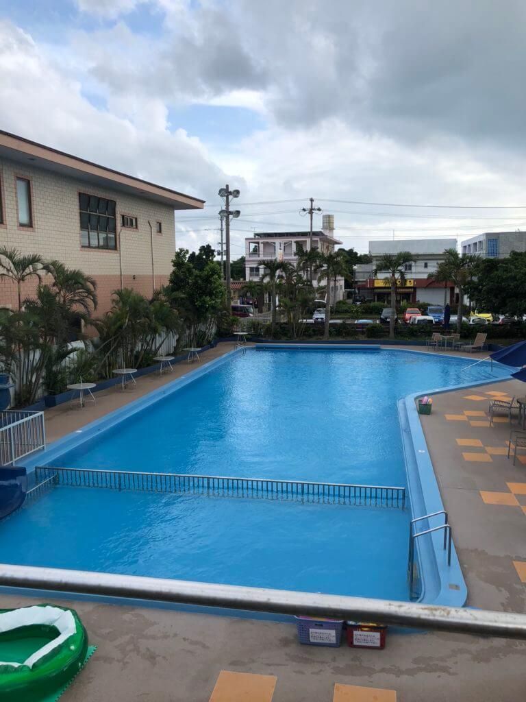 アートホテル屋外プール