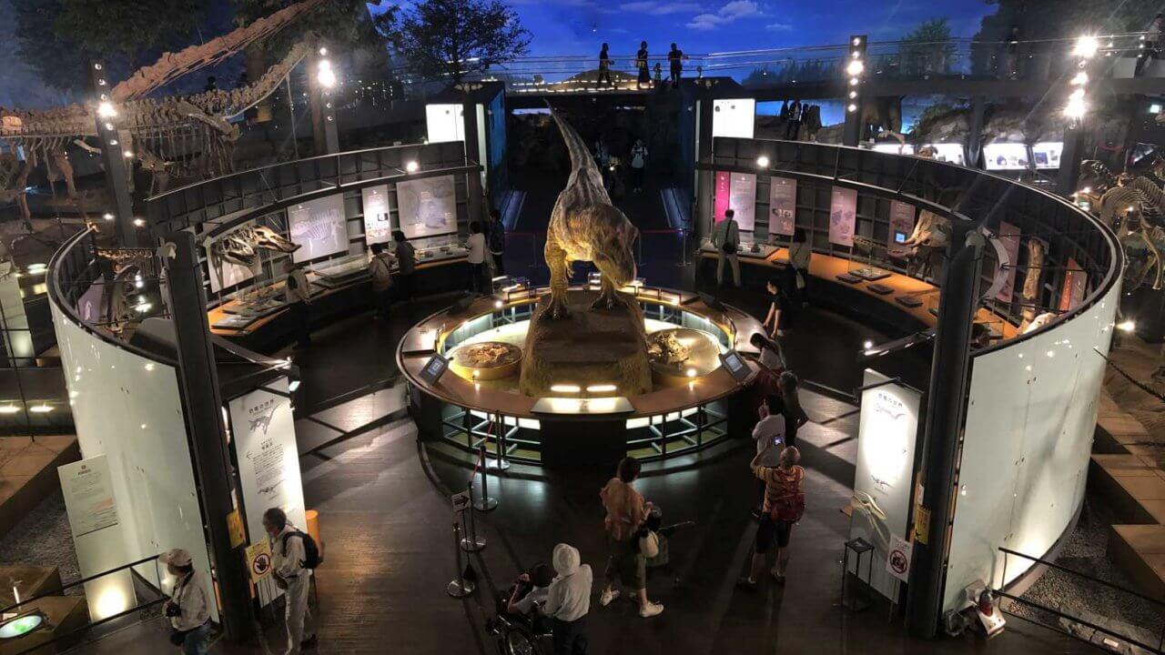 福井県立恐竜博物館のシンボルティラノサウルス