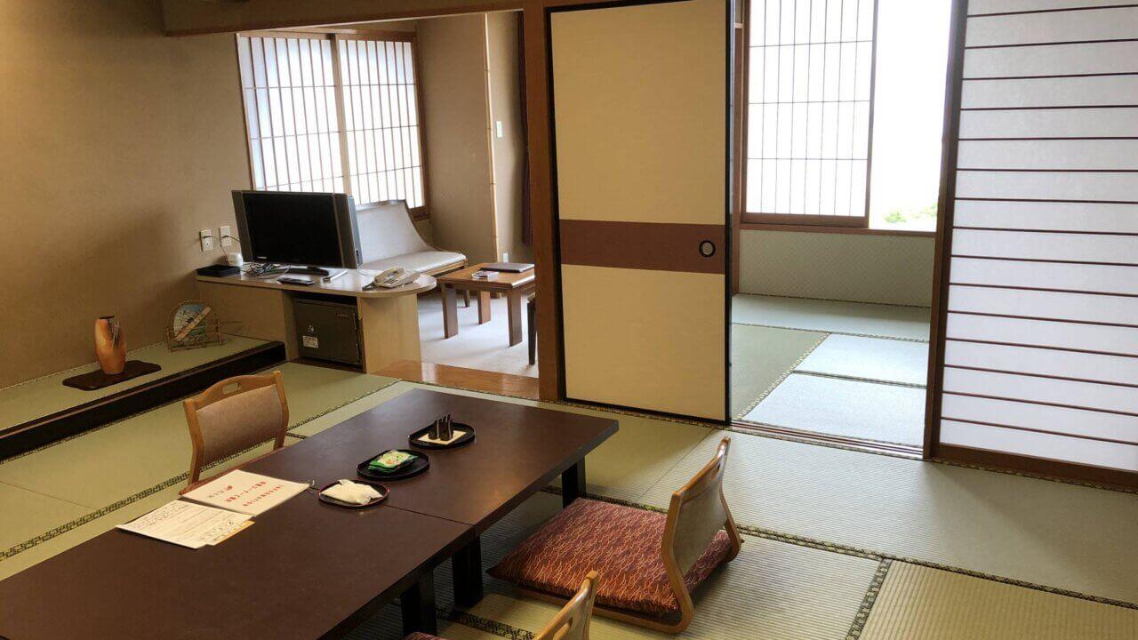 三重県にある旅館扇芳閣の和室