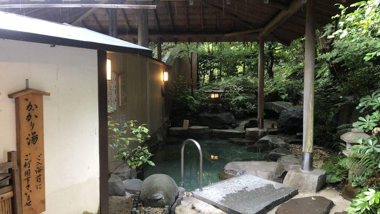三重県の旅館扇芳閣の庭園露天風呂風景写真